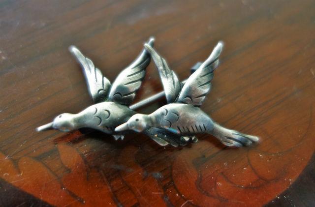 二羽の鳥のシルバーぷろーち (2)