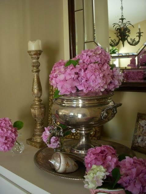 スープチュリーンとトレイで花を生ける
