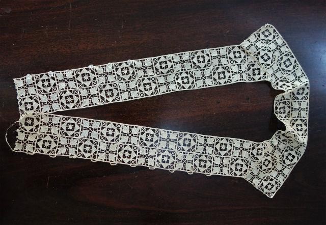 手編みレース襟と前立て部分 (1)