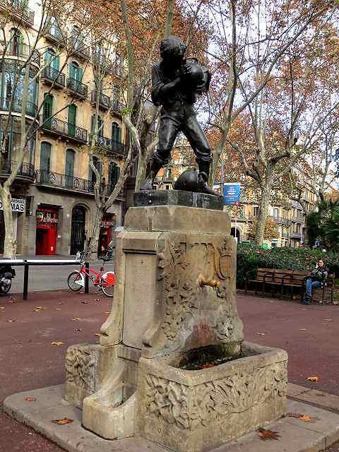 Urquinaonaの像 (4)