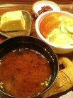 出汁巻き・お味噌汁・サラダ・お漬物