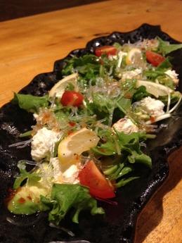 百太郎飾磨店 アボカドとクリームチーズのサラダ