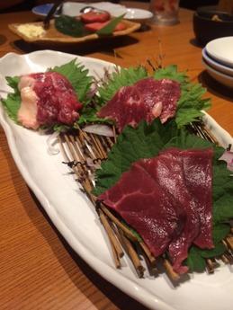 魚鮮水産 馬刺し (1)