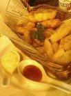 ポテトと魚のフライ2種類のソースで