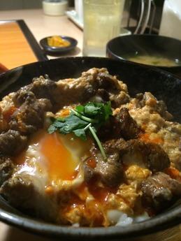 鳥奉行 丹波鶏 炙り親子丼 710円