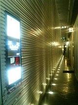 ビルの1階、入り口部分