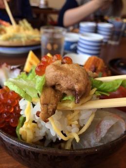 とらや 海鮮丼 1260円 (1)