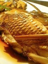 diningむぅ 鯛のアラ煮850円
