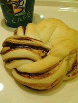 ぶぅらんじぇ貿易センター チョコの白パン