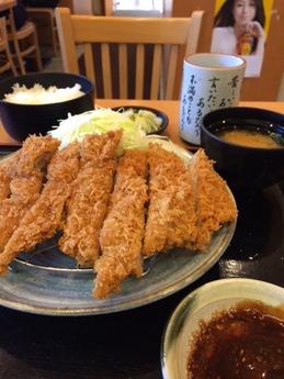 かつ屋 ジャンボロースカツ膳 1220円 (1)