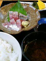アジのお刺身・ご飯・お味噌汁・お漬物