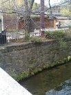 祇園縄手通り上ったら白川の向こうに見えてきます。