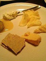 ヴァンヤ チーズの盛合わせ(800円)