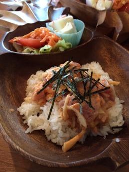 コナコナカフェ スパイシーアヒポキ丼 850円