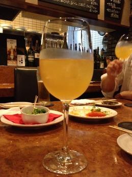 シンバル 白ワインのサングリア