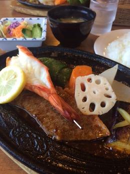 かもめ屋 ロースC定食 海老1尾付き 2550円 (1)
