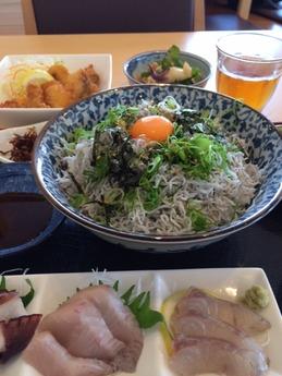 みのり家  しらす丼(大)(卵) 750円