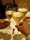 まずはスパークリングワインで乾杯!