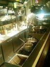 ガラス越しに見えるキッチン