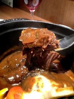 アトリ  牛ほほ肉の味噌煮込み福岡県産温野菜添え 700円