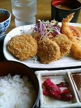 味神戸 ミックス定食 880円