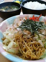 焼きそば定食(790円)