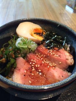 麺屋甚八 レアポーク丼ランチ 1200円