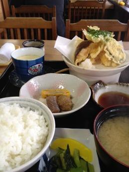 まがたま食堂 天ぷら定食1300円