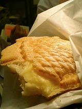 しっぽのあんこ三宮店 鯛焼きクリーム(130円)