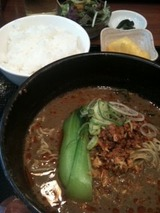 水晶 黒胡麻坦坦麺セット750円