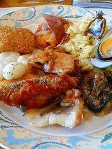 魚や貝や肉やピラフ