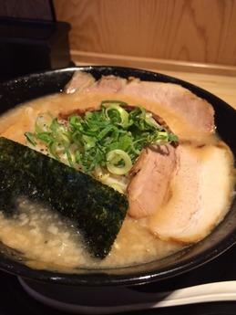 麦笑ラーメン とこ豚こつ (1)