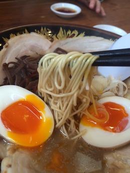 一竜 煮玉子チャーシューメン (2)