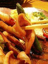 魯山人 いかゲソとアスパラのバター焼き(740円)