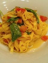 自家製タリオリーニ、生ウニとフレッシュトマトとルッコラ