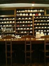 世界の高級碗皿200客がキレーに配列された店内