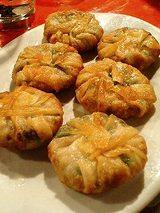 上海食亭 上海焼き餅(にら饅頭)560円