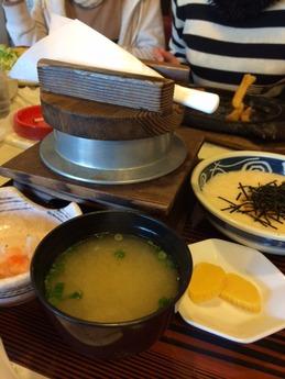 ハニー 麦とろろ釜飯膳 830円 (1)