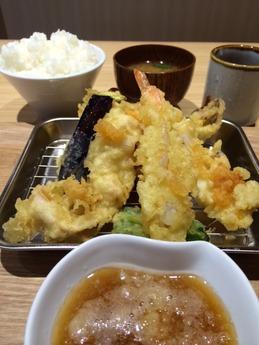 天はな 贅沢天ぷら定食 900円