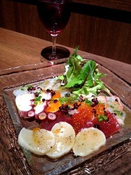 アトリ 鮮魚のカルパッチョ5種盛り 800円