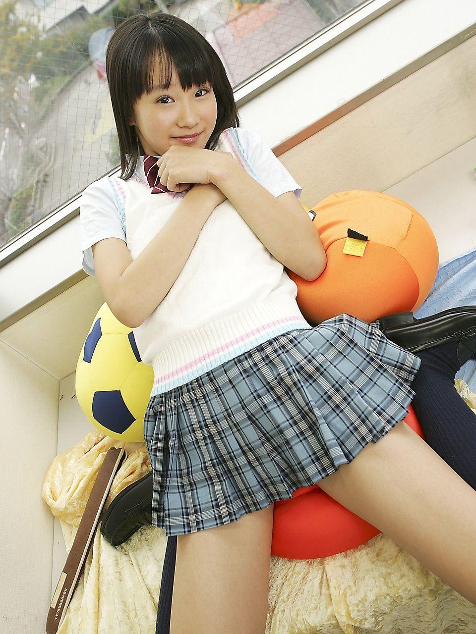 ミニスカート姿の河西莉子さん