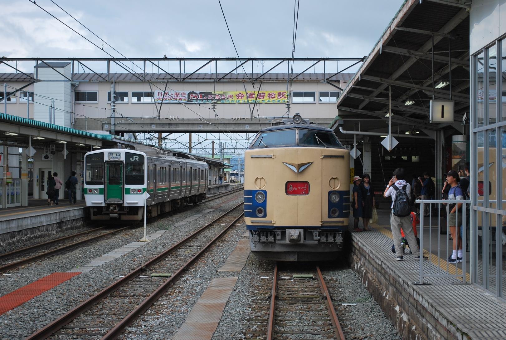 583系 仙台編成 &719系 会津若松駅  ↑583系 仙台編成 &719系 ↑485系あかべ