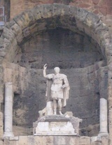 カエサル像