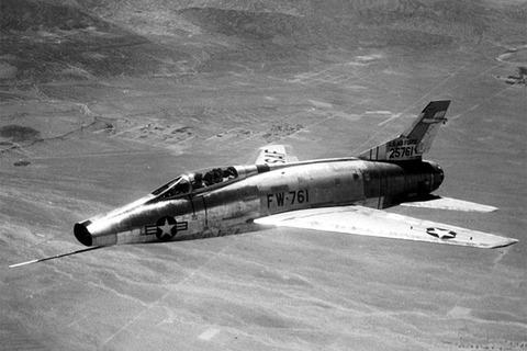 640px-F-100A