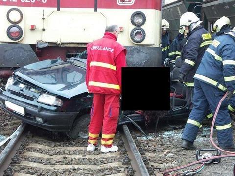電車と車と女黒