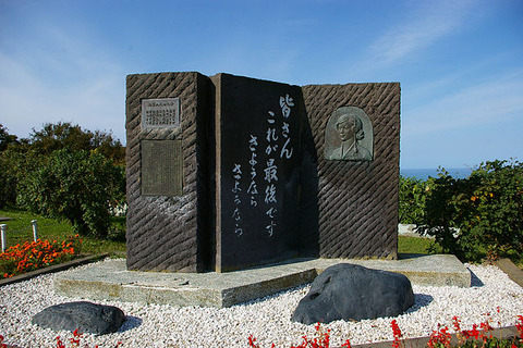 640px-Nine_maidens'_monument