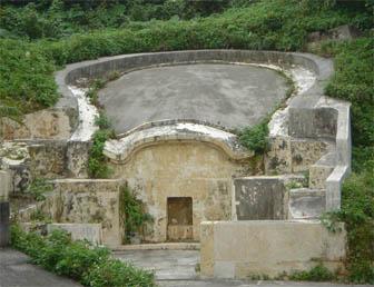 Okinawa_turtle_back_tomb
