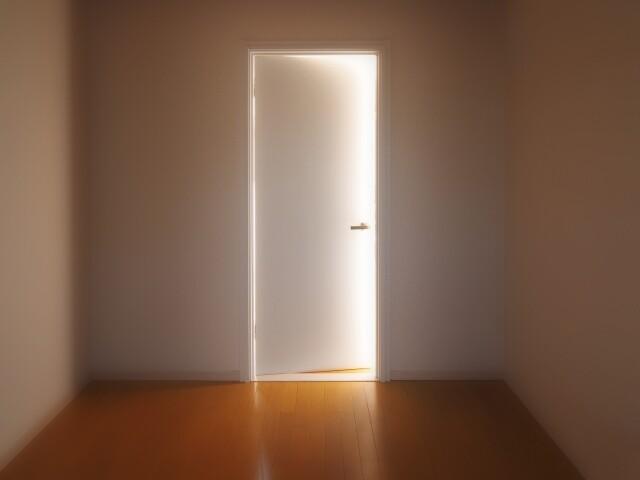 引きこもりドア