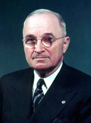 800px-TRUMAN_58-766-06_(cropped)