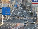 稲荷坂交差点から相模原市方面を望む(平成29年4月撮影)